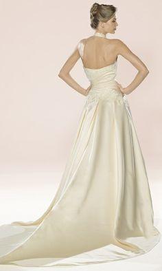 Robe de mariée blanche en soie mixte de chez couture Nuptiale Paris