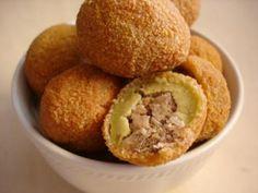 Receita Aperitivo : Azeitonas recheadas, empanadas e fritas de Miaucaldas