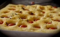 Profumo di broccoli: Focaccia menta e pomodorini: un pò semola, un pò mais, un pò...