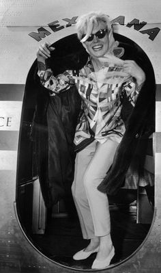 Queen of Hollywood - Marilyn Monroe - Marilyn returns from Mexico trip March Kelly Osbourne, Joe Dimaggio, Gloria Steinem, Liv Tyler, Kirsten Dunst, Halle, Churchill, Fotos Marilyn Monroe, Divas