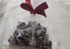 Τα ευκολότερα σοκολατάκια συνταγή από nekti - Cookpad Gift Wrapping, Ethnic Recipes, Gifts, Food, Gift Wrapping Paper, Presents, Wrapping Gifts, Eten, Gift Packaging