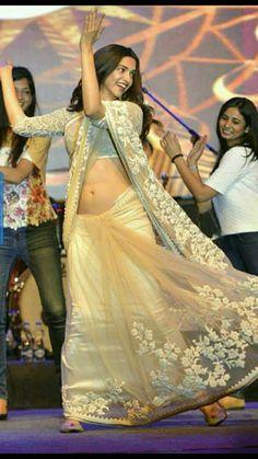 49 Best ideas for backyard wedding dress clothes Bollywood Actress Hot Photos, Indian Bollywood Actress, Beautiful Bollywood Actress, Bollywood Celebrities, Bollywood Fashion, Indian Actresses, Bollywood Images, Bollywood Saree, Beautiful Girl Indian