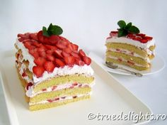Strawberry cake by truedelights Strawberry Shortcake Recipes, Strawberry Cake Recipes, Delicious Deserts, Yummy Food, Just Desserts, Dessert Recipes, Classic Cake, Different Cakes, Cupcake Cakes