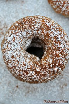 Baked Apple Cinnamon Donuts: whole wheat flour and fruit make these delicious donuts incredibly healthy. The perfect easy make-ahead breakfast for fall! Baked Apple Dessert, Apple Desserts, Just Desserts, Dessert Recipes, Cinnamon Donuts, Apple Cinnamon, Delicious Donuts, Yummy Food, Donut Recipes