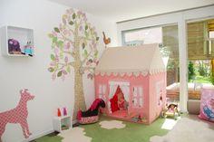 Mayas Reich - indoor & outdoor, Tags Kinderzimmer + Wiese + Spielzimmer + Spielhaus + Tapetenbaum + Teppichfliesen