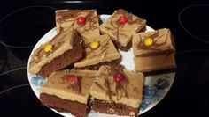 Peanut butter fudge on top brownies