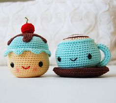 Coffee and Miss Cupcake amigurumi crochet pattern by Pepika Crochet Diy, Crochet Amigurumi, Crochet Food, Love Crochet, Amigurumi Patterns, Crochet Crafts, Crochet Dolls, Yarn Crafts, Crochet Projects