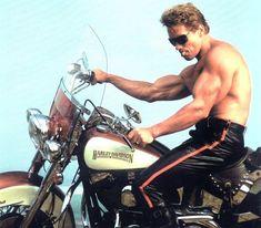 Terminator Judgement Day Photo Arnold Schwarzenegger Shirtless on Motorcycle kn Harley Davidson, Bodybuilder, Hollywood Stars, Arnold Schwarzenegger Bodybuilding, Arnold Bodybuilding, Bodybuilding Fitness, Terminator Movies, Tough Guy, Sylvester Stallone