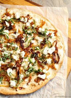 Flatbread Pizza with Goat Cheese and Caramelized Onions (if onions are an issue, sub roasted red peppers) Goat Cheese Pizza, Goat Cheese Recipes, Goats Cheese Flatbread, Naan Pizza, Pizza Pizza, Flatbread Toppings, Flatbread Appetizers, Pizza Menu, Chicken Pizza