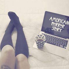 "¿Os gusta esta foto? Pues no dudéis en ver mi último video ""Imitando fotos Tumblr"" Tenéis el link directo en la bio 👈 Un besazo amores!💕💜#fashion #style #inkedgirls #love #cute #photooftheday #photography #beautiful #instagood #pretty #apple #tattoo #accessories #clothes #girl #girls #coffee #design #model #dress #americanhorrorstory #youtuber #postureo #styles #outfit #mac #macbookpro #tumblrgirl #tumblr"