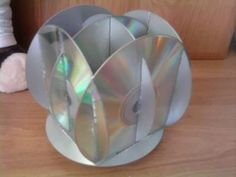 cds recycled crafts, recycled cd crafts work, recycled cd crafts for kids Recycled Cd Crafts, Old Cd Crafts, K Crafts, Hobbies And Crafts, Craft Projects, Music Themed Rooms, Diy For Kids, Crafts For Kids, Diy Kids Kitchen