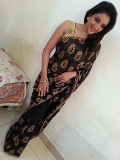 sexy hips in saree Pics n Vids (glamour) Sexy Hips, Black Saree, India Beauty, Indian Sarees, Sari, Glamour, Actresses, Spicy, Album