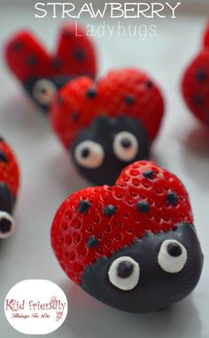 Heart shaped Chocolate Covered Strawberry Ladybugs for a fun food treat on Valentine's Day, Spring, Summer, Fairy Garden Parties or any day! Easy, Fun and delicious. Garden Party Decorations, Garden Parties, Party Garden, Table Decorations, Chocolate Covered Pretzels Recipe, Dessert Original, Heart Shaped Chocolate, Spring Treats, Valentines Day Treats