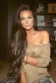 makeup & hair Her hair Like Oh my God...can't wait till my hair gets this long and will be blonde and not black! Come on hair grow!