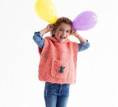 Le poncho est la bonne alternative au gilet ou au pull. On adore ce petit modèle pour les demoiselles, tricoté en PHIL COUNTRY, coloris Berlingot. Ce poncho sera facile à enfiler et ravira les petites filles intrépides. Modèle N°6 du mini-catalogue N°603 : Automne/Hiver 2015, Modèles faciles.