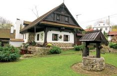 Chalupa, kde straší Vondrouš | Chatař & Chalupář Old Country Houses, Fairytale Cottage, Cottage Style Homes, House In The Woods, Log Homes, Traditional House, Home Fashion, Home Deco, Beautiful Homes