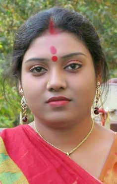 Beautiful Girl In India, Beautiful Women Over 40, Beautiful Soul, Indian Natural Beauty, Asian Beauty, Massage Girl, Desi Girl Image, Indian Wife, Beautiful Rose Flowers