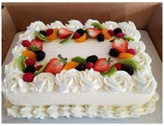 Delicious Cake Recipes, Yummy Cakes, Dessert Recipes, Cake Decorating Techniques, Cake Decorating Tips, Pastel Rectangular, Brze Torte, Cake Frosting Tips, Cake Decorated With Fruit