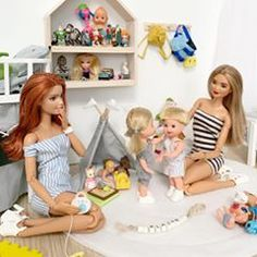 #family #kellydolls #design #dollsgram #dollclothing #doll #barbiedoll #barbiefashion #barbiefun #barbielife #barbiecollectors #barbielook #barbiestyle #barbiemtm #barbiedolls #barbiephoto #dollphotography #barbieworld #fashionista #dolltagram #dollstagram #taiwan🇹🇼 #sewing #instadoll #handmade #madetomovebarbie Barbie Et Ken, Barbie Dolls Diy, Barbie Room, Barbie Fashionista Dolls, Diy Barbie Clothes, Sindy Doll, Barbie Life, Barbie Stuff, Barbie World