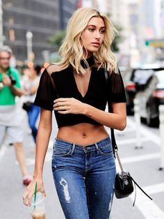 Hailey baldwin and more models flash sculpted abs at the victoria's secret casting in new york city - vogue Baldwin Street, Beauty And The Beat, Victoria Secret Fashion Show, Hailey Baldwin, Choker, Mom Jeans, Street Style, Womens Fashion, Ladies Fashion