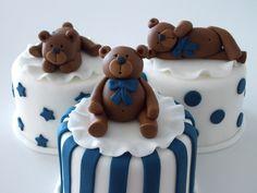 Mini bolo - chá de bebe Mini Tortillas, Mini Cakes, Cupcake Cakes, Cupcakes, Teddy Bear Cakes, Baby Boy First Birthday, Little Cakes, Baby Party, Creative Cakes