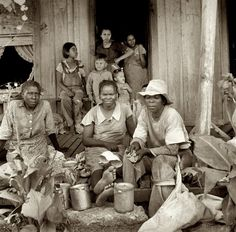 """August 1936. """"Migrant cotton pickers at lunchtime. Near Robstown, Texas."""" by Dorothea Lange"""