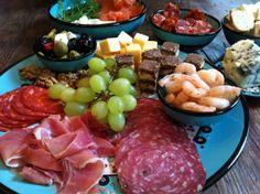 Nimet schaaltjes en bordjes gevuld met lekkere hapjes! In vele maten verkrijgbaar, ook in andere kleuren. Zie ook http://www.tafelgenot.nl/categorie/aardewerk/nimet/