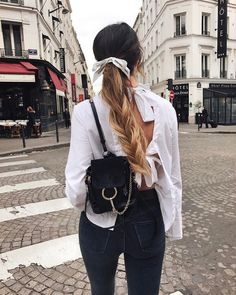 The latest fashion trends & style advice. See the best designer & high-street shopping catwalk fashion red carpet & celebrity style options for you. Moda Streetwear, Streetwear Fashion, 90s Fashion, Womens Fashion, Fashion Trends, Fashion Hair, Catwalk Fashion, Street Fashion, Latest Fashion