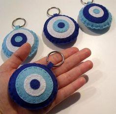 This Pin was discovered by H & Felt Crafts Diy, Arts And Crafts, Felt Keychain, Keychains, Felt Mobile, Penny Rugs, Felt Fabric, Wet Felting, Felt Art