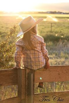 trendy Ideas baby girl country photography little cowboy Cute N Country, Country Girls, Country Living, Country Life, Country Babies, Children Photography, Family Photography, Little Cowgirl Photography, Country Kids Photography