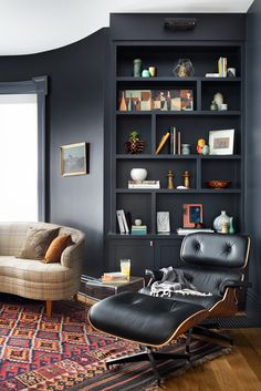 This feature wall is amazing Room Decor Bedroom, Living Room Decor, Dining Room, Home Office Design, House Design, Victorian House Interiors, Dark Living Rooms, Snug Room, Built In Bookcase