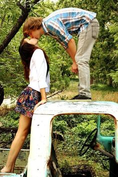 teen couple poses for photograpghy   cute couples hi everyone we are a new blog just about couples we d ...
