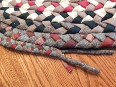 Braided Rug Tutorial, Rag Rug Tutorial, Braided Wool Rug, Doily Rug, Oval Rugs, Easy Sewing Projects, Craft Projects, Home Decor Colors, Quilt Binding