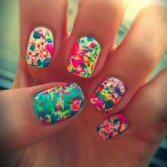 These are super cute nails done with a toothbrush and nail polish(: