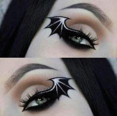 Bat Makeup, Edgy Makeup, Eye Makeup Art, Costume Makeup, Cute Halloween Makeup, Halloween Eyes, Creepy Halloween, Halloween Costumes, Winged Eyeliner Tutorial