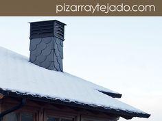 Chimenea revestida de pizarra natural. Tejados y cubiertas de pizarra. #pizarra #pizarranatural #naturalslate #pizarras #ardoise #slate