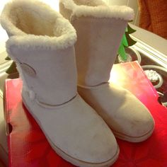 🍁🍂🍁🍂Supper cute boots🍁🍂🍁🍂🍁🍂 Very cute boots worn once. More comfortable than UGGs Shoes Ankle Boots & Booties