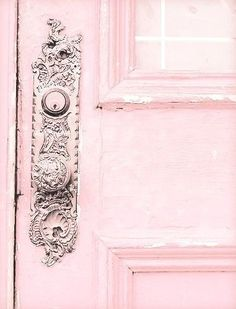 Pretty Pink Doors When it comes to home decor, really more partial to blue, myself, but something romantically charming about pink. So I wanted to share a few photos of pink doors that Pretty In Pink, Pink Love, Hot Pink, Pastel Decor, Pastel Pink, Blush Pink, Color Rosa, Pink Color, Tout Rose