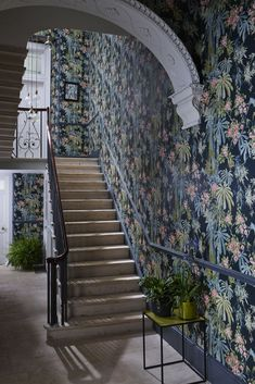 Garden by Linwood - Navy - Bamboo Garden wallpaper design by Linwood looks amazing in this hallway.Bamboo Garden wallpaper design by Linwood looks amazing in this hallway. Hallway Wallpaper, Dining Room Wallpaper, Navy Wallpaper, Kitchen Wallpaper, Home Wallpaper, Wallpaper Decor, Wallpaper Ideas, Tropical Style, Tropical Flowers