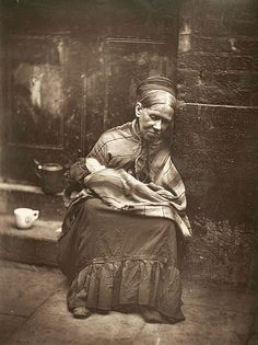 Vintage photographs of street life in Victorian London by Scottish photographer John Thomson. Victorian London, Victorian Street, Victorian Era, Victorian Steampunk, London Life, London Street, East London, Old Pictures, Old Photos