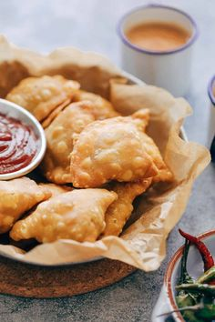 The Best Indian Punjabi Samosa Recipe (With Aloo, Vegetarian, Vegan) Diwali Menus, Diwali Snacks, Diwali Food, Diwali Party, Diwali Recipes, Indian Food Recipes, Vegetarian Recipes, Snack Recipes, Cooking Recipes