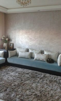 Salon marocain moderne Modern Moroccan, Moroccan Design, Moroccan Decor, Living Room Tv, Home And Living, Morrocan House, Marocco Interior, Arabian Decor, Indian Furniture