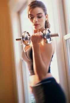 8 razones por las que las mujeres deberían levantar pesas | LIVESTRONG.COM en Español