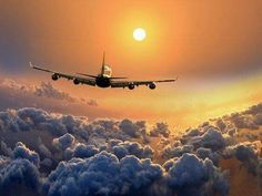 avion nuages soleil couchant via Coskun Cokbulan (Facebook)