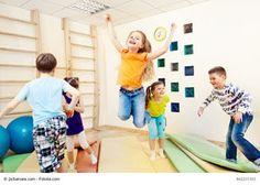 Ob als Tageseinstieg oder kurze Bewegungseinheit, um Anspannungen zu lösen: Lasst mit den Kindern immer wieder zwischendurch die Rakete starten!