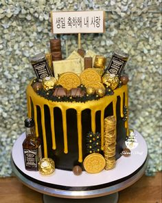 Black and Gold Drip Cake with Branded Chocolates Gold Drip, Chocolate Brands, Drip Cakes, Cakes For Boys, Birthday Cake, Sweet, Desserts, Black, Food
