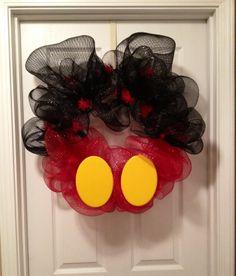 @Sandra Pendle & Robbie Moore Mickey Mouse Deco Mesh Wreath.                                                                                                                                                                                 Más