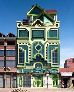 Neo-andina Photographs by Tatewaki Nio The architect Freddy Mamani Silvestre's extravagant urban mansions in El Alto, Bolivia, have been derided as kitschy-looking cohetillos, meaning. Bolivia, Fondation Cartier, Neo, Cultural Identity, Digital Portrait, Interior Architecture, Monumental Architecture, Colour Architecture, Creative Architecture