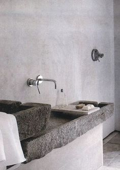 bathroom with plaster walls, beautiful stone sink Bad Inspiration, Bathroom Inspiration, Stone Basin, Concrete Sink, Concrete Bathroom, Primitive Bathrooms, Tadelakt, Sink Design, Plaster Walls