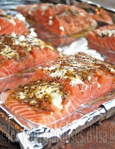 Saumon, chèvre, miel et moutarde au four- I don't understand a word that says, but yum Salmon Recipes, Fish Recipes, Seafood Recipes, Cooking Recipes, Drink Recipes, Healthy Snacks, Healthy Recipes, Salty Foods, Fish And Seafood
